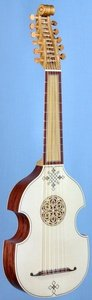 Viola da mano 'dai Libri' model front view in perspective
